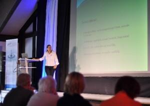 Chefärztin der Paul-Schmidt-Klinik Kerstin Peuschel beim Vortrag